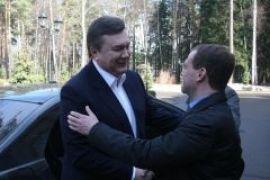 Медведев принял Януковича в резиденции Горки