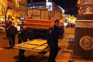 Милиция преградила Крещатик железными щитами