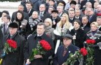 Янукович возложил цветы к памятникам Шевченко и Грушевского