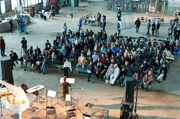 Зрители перед началом концерта на Гогольфесте