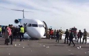 В Казахстане самолет аварийно сел без переднего шасси