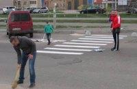 Жителі Осокорків самі намалювали пішохідний перехід