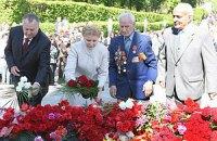 Тимошенко возложила цветы к Стеле Неизвестному солдату