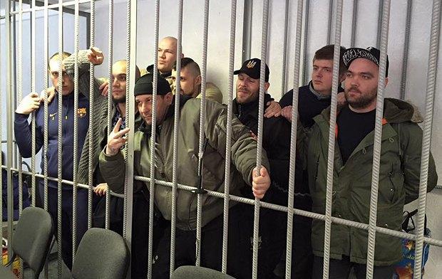 В черной шапке на переднем плане - Руслан Онищенко