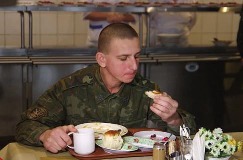 """ООО  """"Ивала """" приостанавливает обеспечение питанием около 15 тысяч солдат из-за долгов Минобороны..."""