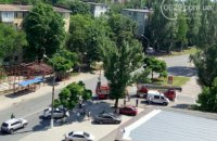 В Мариуполе мужчина ранил полицейского и заперся в своей квартире (обновлено)