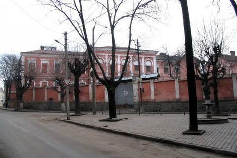 Кабмин решил закрыть СИЗО в центре Черновцов