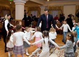 Янукович рассказал, как нужно воспитывать детей