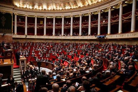 Во Франции голосование о недоверии правительству завершилось провалом