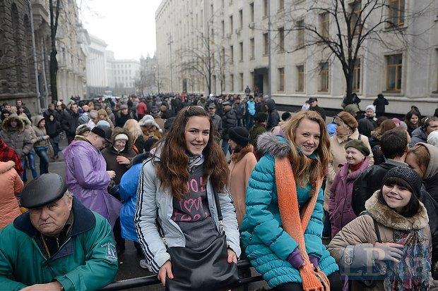 На Банковой решили препятствовать шествию колонной и бабушек и студентов