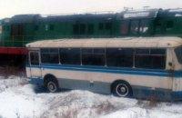 """Автобус с работницами шахты """"Кураховская"""" столкнулся с поездом в Донецкой области"""