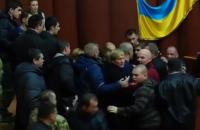 Депутаты устроили драку на сессии Полтавского облсовета