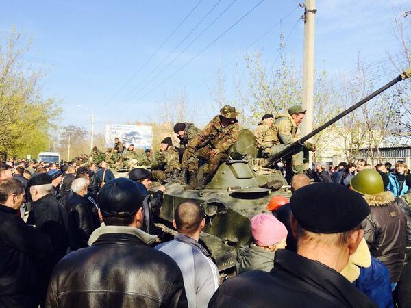 Десантники на улице Островского в Краматорске. Нужно отметить, что ситуация была умеренной острой