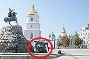 Из центра Киева хотят убрать камень в честь гетмана Ющенко