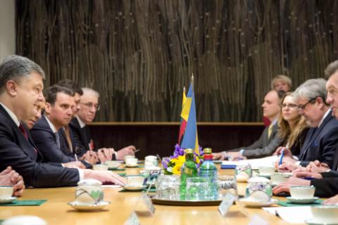 Порошенко предложил помощь в строительстве газопровода между Литвой и Польшей
