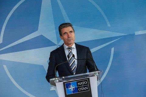 Бывший генсек НАТО пообещал помочь в укреплении связей Украины и ЕС