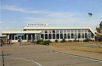 Аэропорт Бельбек в Крыму заблокировали около 10 машин ЧФ РФ, - очевидец