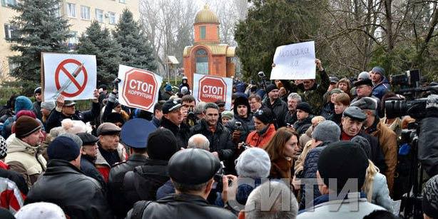 Друзенко(в центрі) на мітингу в Ізмаїлі