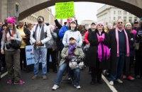 Тысячи женщин по всему миру вышли на марши против Трампа