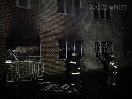 """В казарме """"Беркута"""" во Львове обнаружили два трупа (ФОТО)"""