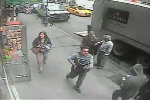ВЭквадоре задержали мужчину, похитившего ведро золота наМанхэттене