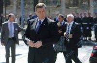 Журналистов, освещающих визит Януковича в Енакиево, держат в столовой