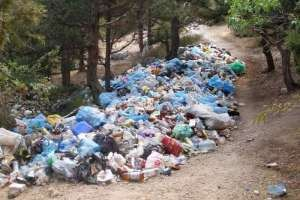 Киевские власти отменили разрешения на вывоз мусора