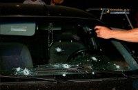 В Запорожье мужчина с детской коляской открыл стрельбу по машине из автомата (обновлено)