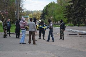 Сепаратисты захватили горсовет Амвросиевки и вынудили мэра уйти в отставку