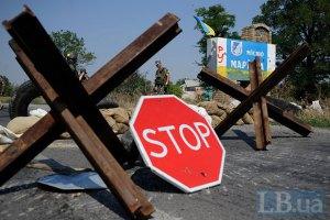 Военные продолжают укреплять границу с контролируемой боевиками территорией