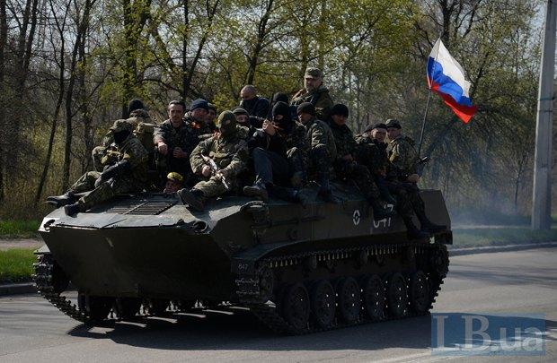 Украинская техника с русскими диверсантами на броне