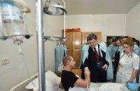 Порошенко наградил часами раненых под Дебальцево бойцов