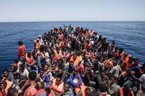 Тысячу мигрантов спасли вСицилийском проливе ввоскресенье