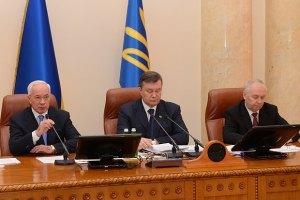 """Янукович просит """"не обращать внимания на действия политиканов"""""""