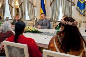 Янукович встретился с индейцами