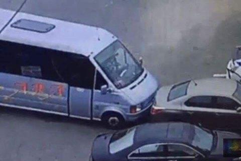 Маршрутчик, который пытался заблокировать убийцу патрульных, награжден пистолетом