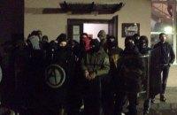 Правые радикалы напали на офис левых радикалов во Львове