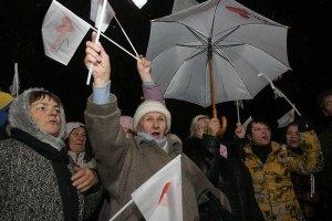 Манифестанты с песнями направились от Лукьяновки на Майдан