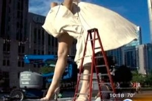 В Чикаго появилась 8-метровая Мерилин Монро