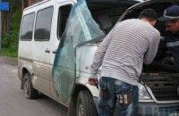 Водій рейсового автобуса навмисне пошкодив дев'ять автомобілів