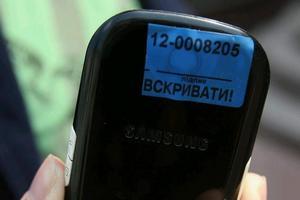 У Арбузова извинились за заклеивание журналистам камер на телефонах