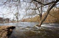 Без централизованного водоснабжения на Закарпатье остались почти 6 тыс. человек
