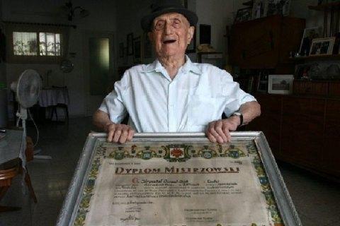 Старейшим человеком на планете стал бывший узник Освенцима