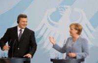 Янукович поздравил Меркель с победой и пожелал крепкого здоровья