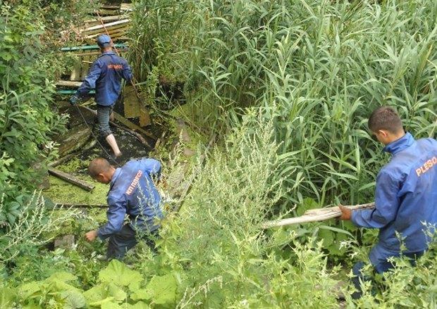 Работники <<Плеса>> расчищают озеро Жандарка на Поздняках
