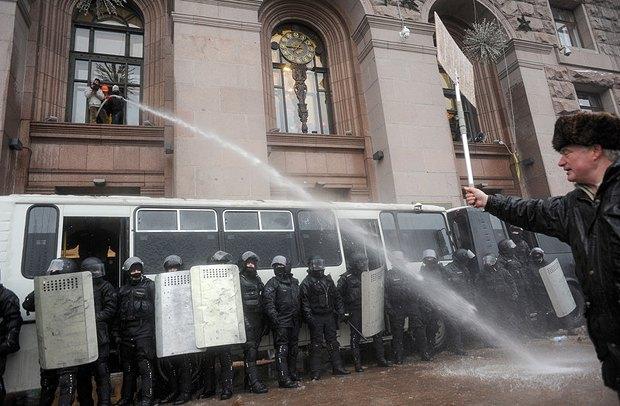 Протестующие возвращать захваченные админитративные здания не собираются