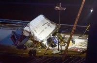Два человека погибли из-за столкновения круизного судна с мостом в Германии