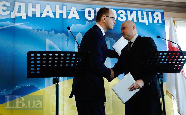 Пока Яценюк собирается в президенты, Турчинов призывает не терять веру