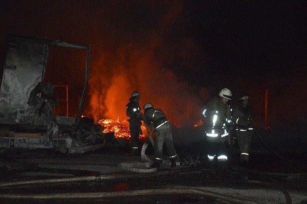 ВДнепре горел склад площадью тысяча кв. м