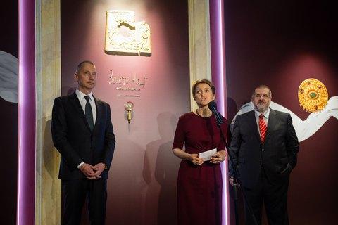 Ложкін відкрив в АП фотовиставку історичних пам'яток з Криму